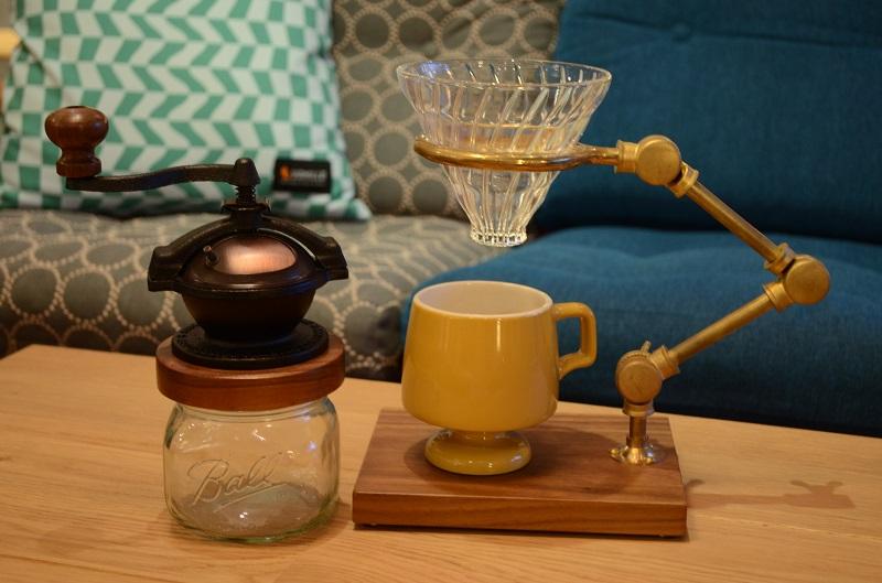 カマノコーヒーミルとキュレータープアオーバースタンドとゴブレットマグ