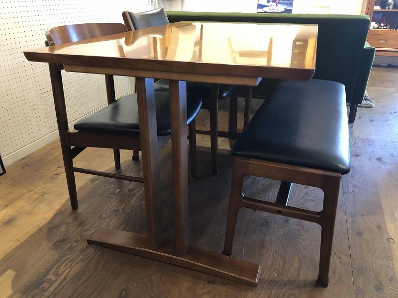2本脚ダイニングテーブル/w1300mmウォールナット色(ラバートリー材)※天板はアネグレ突板