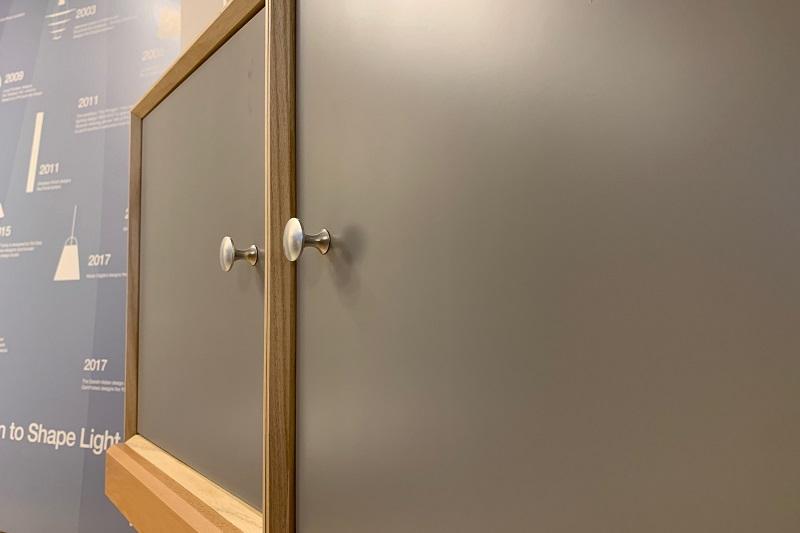 ナチュラルカラーはドアがグレーに