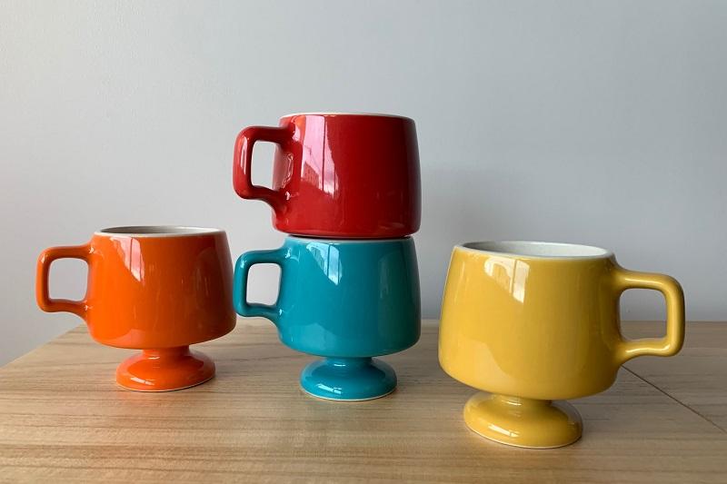 ポップなカラー(レッド、マスタード、オレンジ、ターコイズ)