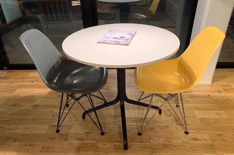 デザイナーズチェアにはデザイナーズテーブルを
