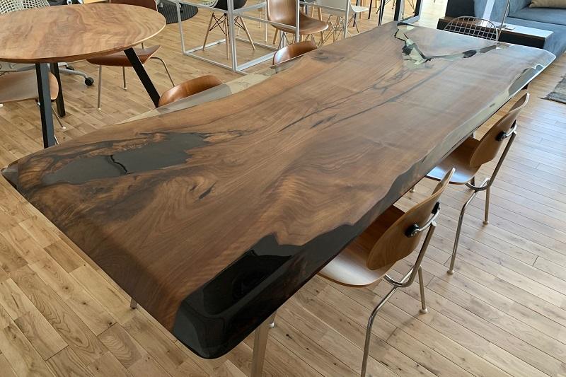 まるでアートのようなレジンテーブル