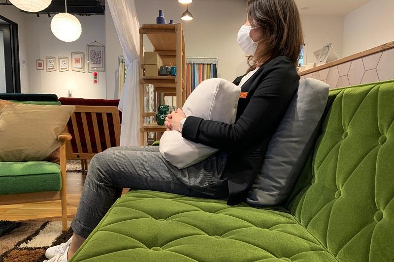 クッションを使う事で無理のないリラックスできる姿勢で座ることが出来ます!